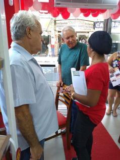 #NovosComércios - O presidente da Associação Comercial de São Vicente Alcides Antoneli esteve na abertura da nova loja Fábrica de Bolos Vó Alzira, na Rua Jacob Emmerich, 432, no Centro. Bem-vindos!