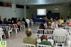 Psicanalista e terapeuta ensina profissionais a atender de forma holística na ACIESV
